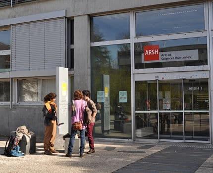 Les syndicats étudiants de l'Université Grenoble-Alpes luttent contre la reconversion de 19 bibliothèques de composantes en espace numériques de travail.UGA_bibliothèques de composante© Giovanna Crippa