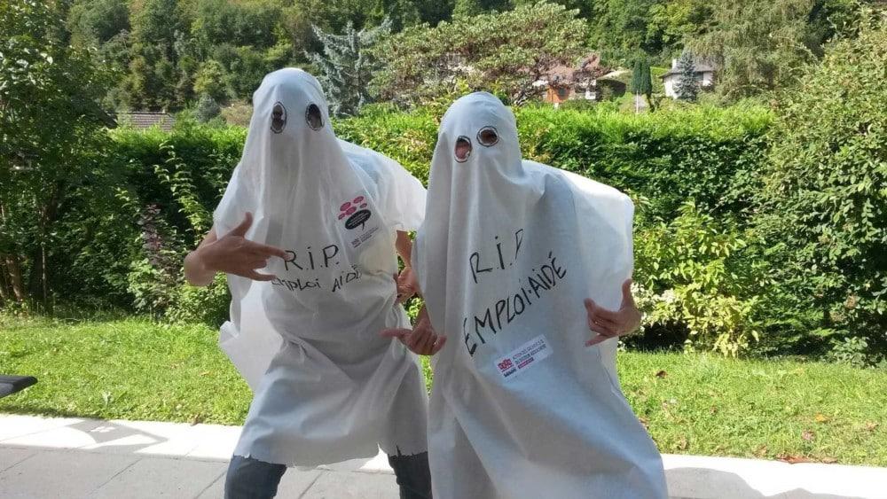 « R.I.P. Emploi aidé ». Le collectif invite à venir à la manifestation déguisé en fantôme. © Collectif Ripostes / Repostes