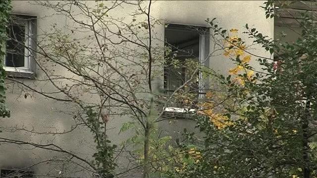 Une semaine après l'incendie de la gendarmerie de Meylan, un blog publie un texte de revendication au nom... de la lutte contre le sexisme et le genre.La façade des habitations de la caserne ont été noircies par les flammes, sans faire de victimes. © France 3 Auvergne-Rhône-Alpes