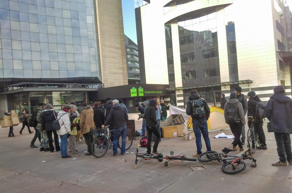 Droit au logement 38 appelle à un rassemblement mardi 20 février place Schuman à Grenoble pour dénoncer la précarité énergétique.Rassemblement devant GEG le 15 novembre 2017 © Florent Mathieu - Place Gre'net