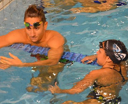 Avant l'Open des Alpes de natation les 4 et 5 novembre, zoom sur le NC Alp'38 qui permet à ses nageurs de s'inscrire dans un double projet sport et études.Deux membres du NC Alp'38 dont Jordan Pothain la tête d'affiche du club. © Laurent Genin