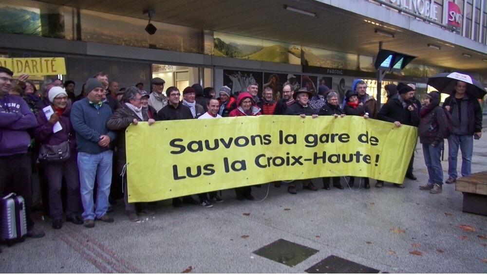Rassemblement pour « sauver » la gare de Luz-la-Croix-Haute à Grenoble © Joël Kermabon - Place Gre'net
