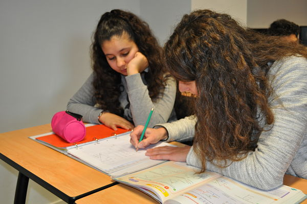 Aide aux devoirs au collège Jules-Vallès de Fontaine © Giovanna Crippa – Place Gre'net
