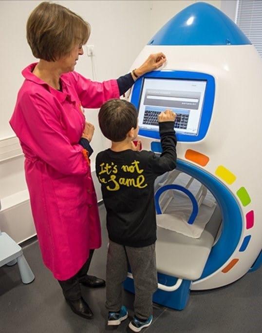 Un simulateur d'IRM © Blouses Roses