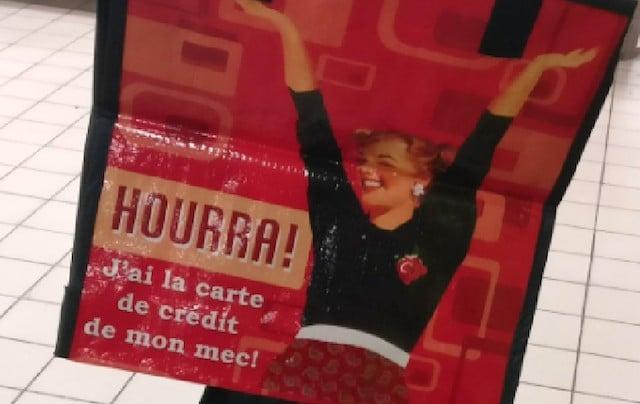 Face au bad buzz déclenché par le tweet d'une cliente, Auchan a dû retirer en urgence un sac de courses au message sexiste. DR