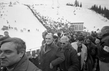 Le 13 février 1968, lors des JO de Grenoble, le Premier ministre Georges Pompidou vient assister au slalom femmes remporté par Marielle Goitschel. Photo G. Gery / Paris Match. © Chamrousse