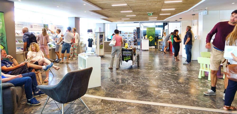 Le hall de l'Office de tourisme © L.Ravier - OTG-AM