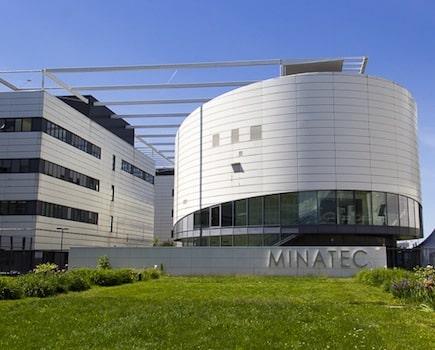 La partie de Monopoly se poursuit à Grenoble autour de la Sem Minatec. Alors que le Département de l'Isère rechigne à vendre ses parts, l'affaire se déplace sur le terrain judiciaire.