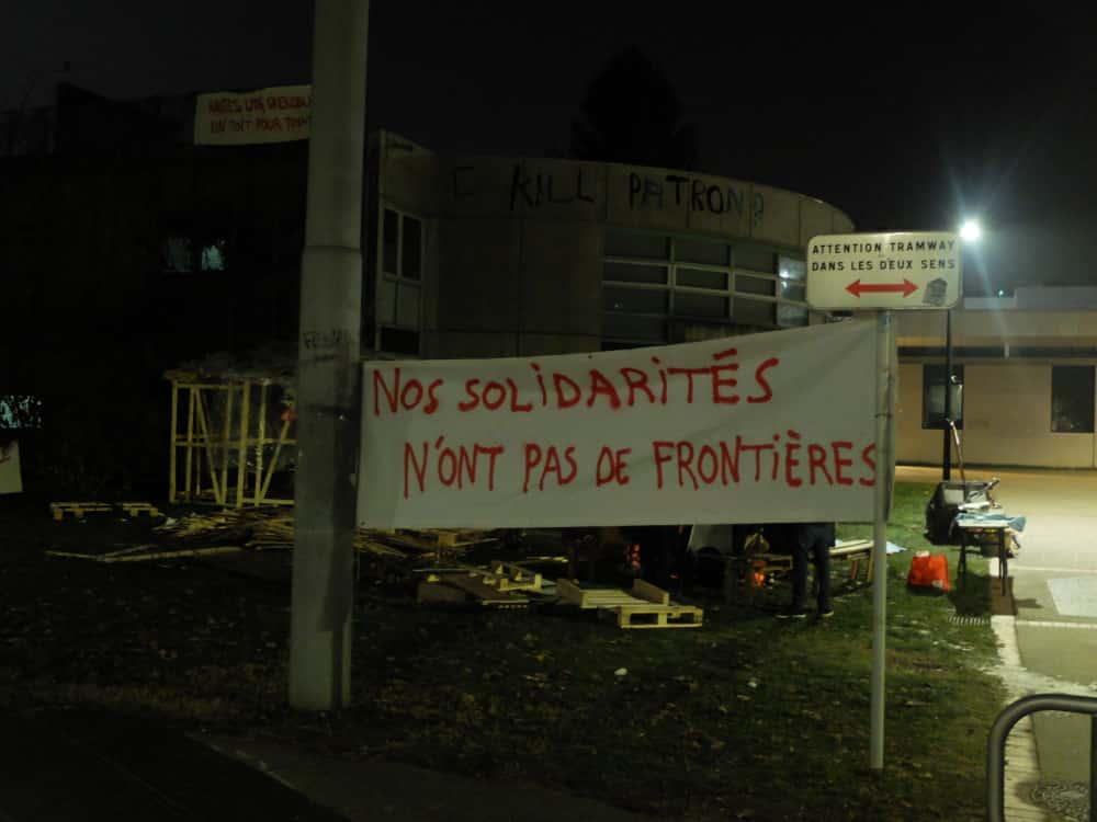 Occupation d'un amphi de l'Université-Grenoble-Alpes pour loger des migrants. © Manuel Palvard - Place Gre'net