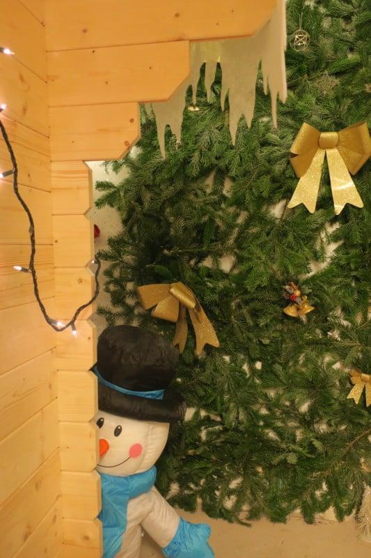 Une salle aux couleurs de Noël. © Au fil du Dédale