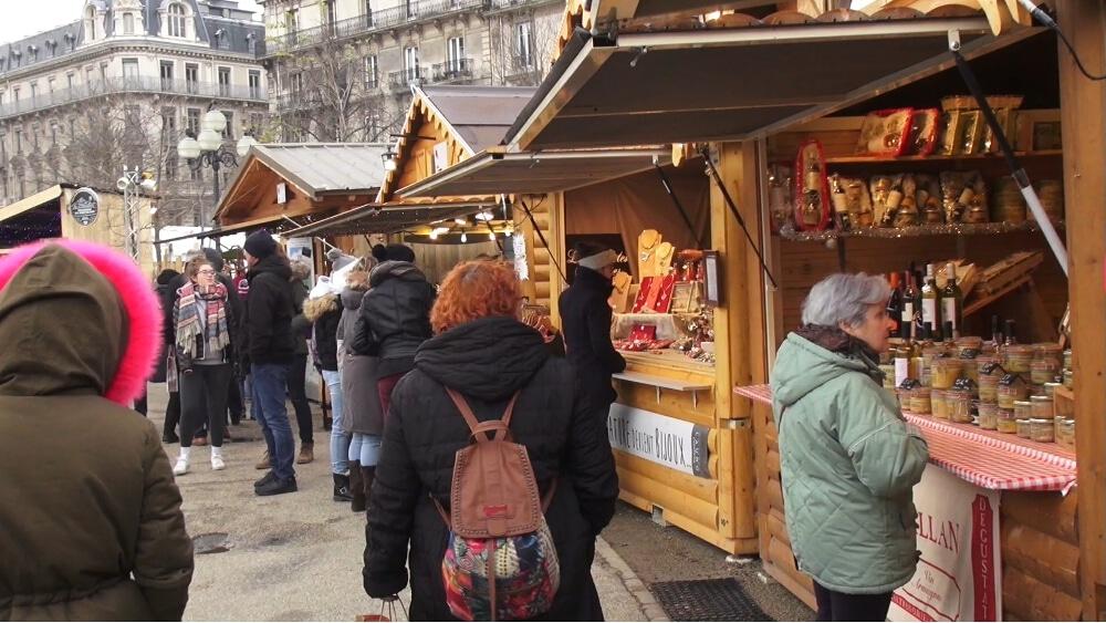 Marchés de Noël annulés : la place Victor-Hugo de Grenoble n'accueillera pas les traditionnelles cabanes du marché de Noël. © Joël Kermabon - Place Gre'net