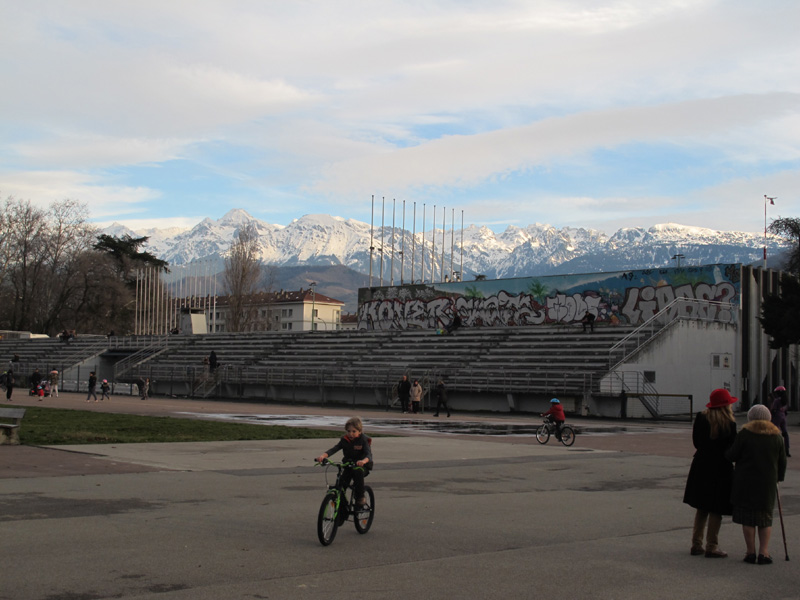 Anneau de vitesse en janvier 2018, équipement sportif construit Quartier Village Olympique en 2018, construit à l'origine pour les Jeux Olympiques d'hiver de 1968 à Grenoble. © Séverine Cattiaux - Place Gre'net