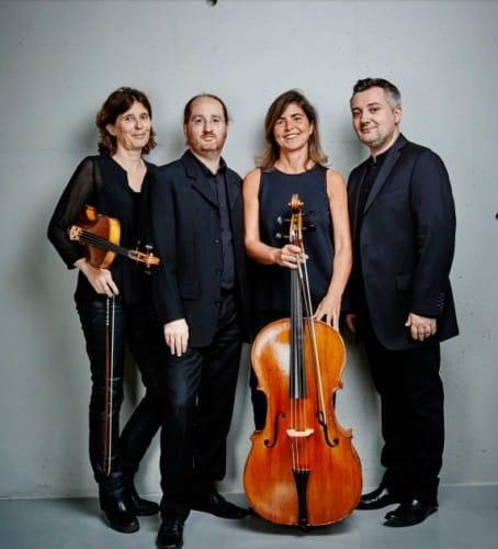 Découverte de la musique de cour du XVIIe siècle avec ce quatuor Les Musiciens du Louvre. ©Benjamin Chelly.