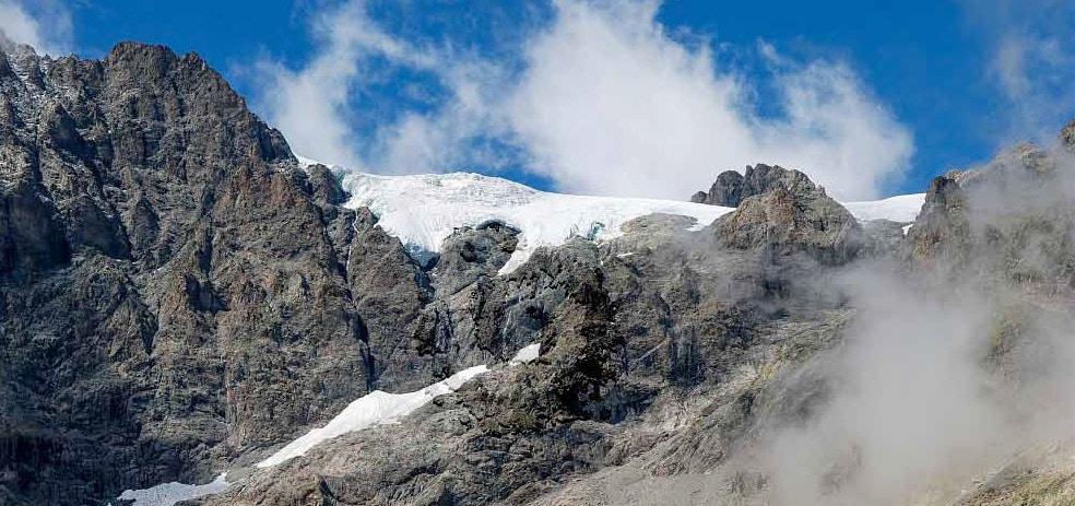 Pour témoigner des effets du réchauffement climatique sur la montagne, Mountain Wilderness organise une manifestation encordée samedi 9 mars à Grenoble.Le réchauffement climatique est en passe de faire disparaître les glaciers. © Parc national des Écrins