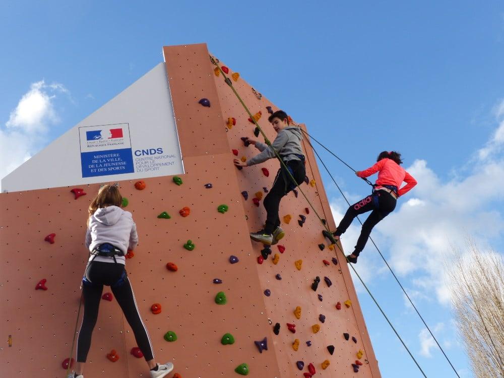 Les élèves du collège Fernand Léger de Saint Martin d'Hères ont pu inaugurer le nouveau mur d'escalade ce mercredi 17 janvier. ©Juliette Oriot.