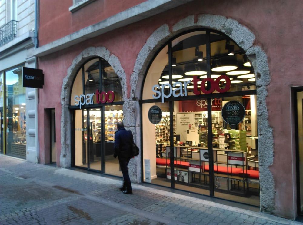 Le magasin Spartoo dans son ancien emplacement à Grenoble, à quelques mètres de la boutique André promise à la fermeture. © Florent Mathieu - Place Gre'net