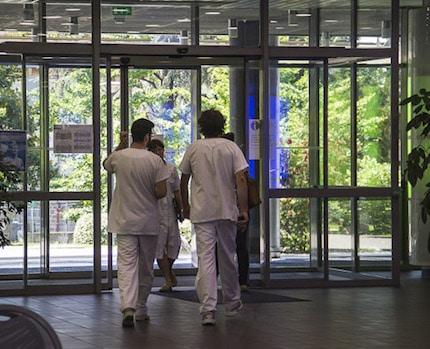 Le malaise perdure au CHU de Grenoble où depuis deux mois, les deux pédiatres endocrinologues sont en arrêt-maladie. Les parents appellent au rassemblement.