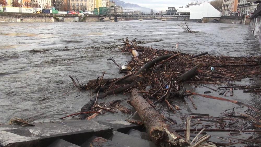 Météo : 17 départements en vigilance orange pour vent violent ou inondation