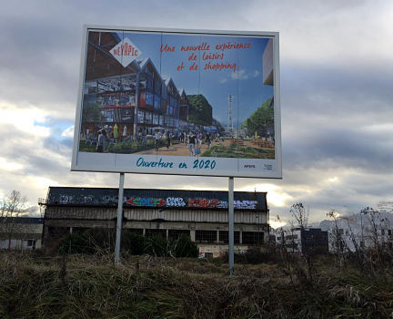 Panneau publicitaire annonçant l'arrivée du futur Retail parc Neyrpic en 2020 © Olivier Razemon