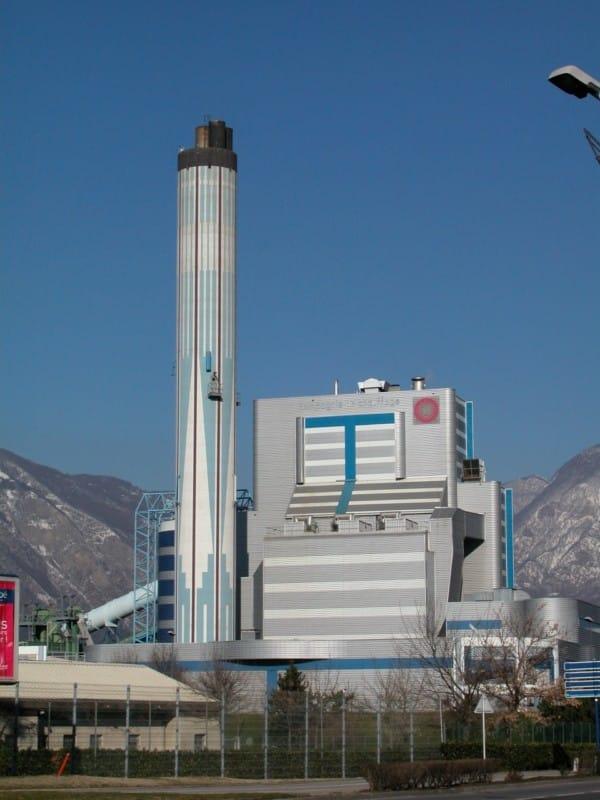 La compagnie de chauffage vante un bilan carbone à la baisse : avec 115 grammes d'émission de Co2 par Kwh, elle bat ainsi son propre record. Centrale de la Poterne © CCIAG