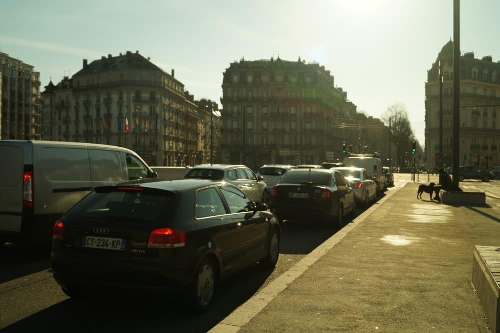 La légère amélioration de la situation n'a pas encore de conséquences sur les restrictions en vigueur pour les automobilistes © Léa Raymond - Place Gre'net