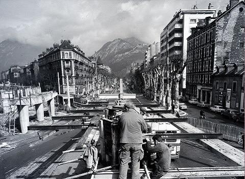 Construction de l'estacade pour le chemin de fer, 1967 Coll. Musée dauphinois © Photopress