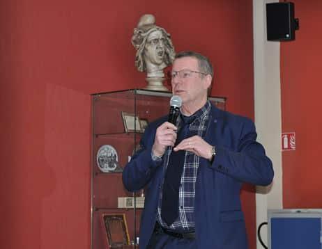 Quid de l'extension de la carrière Vicat ? Christian Coigné, maire de Sassenage, rencontrait les habitants ce lundi 19 février. © Giovanna Crippa