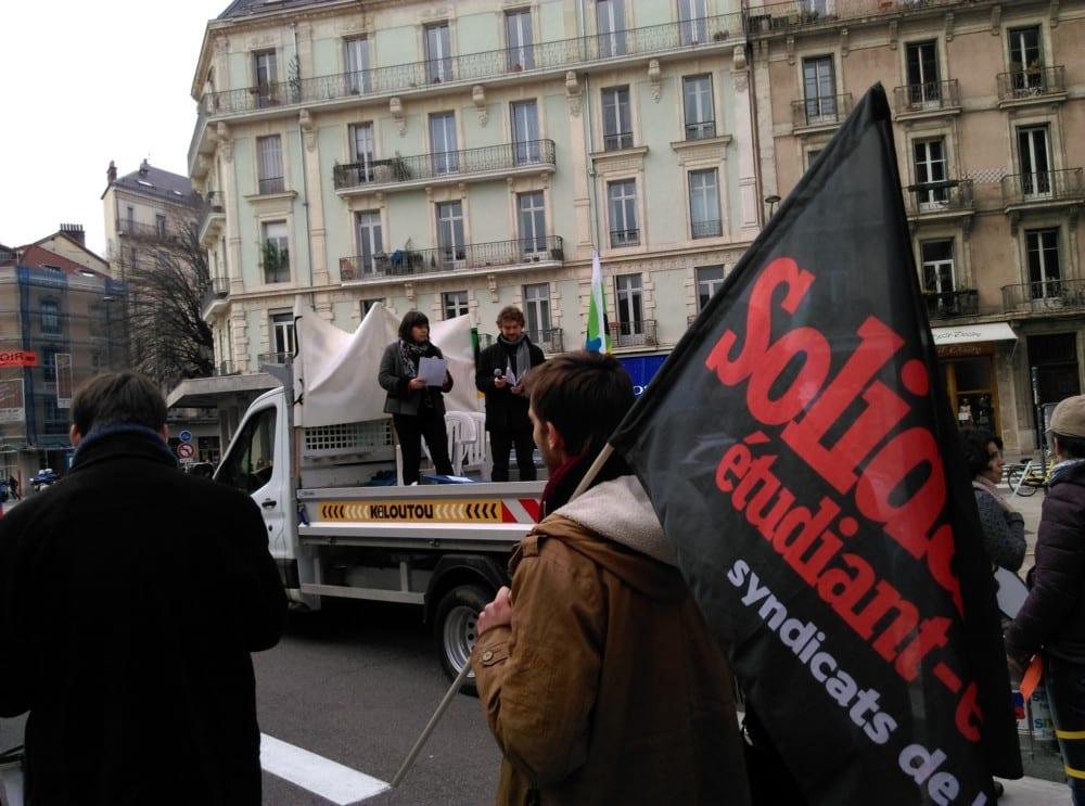 Le drapeau Solidaires Étudiants © Florent Mathieu - Place Gre'net