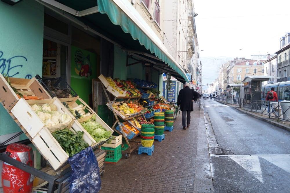 Les plexiglas des commerces vont bénéficier d'une aide de la région. Comment protéger les commerces de proximité ? © Léa Raymond - Place Gre'net