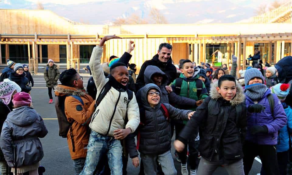 La nouvelle école de Grenoble Simone-Lagrange a accueilli lundi 26 février ses 234 nouveaux élèves, de classes de maternelle ou de cours élémentaire.Éric Piolle à l'ouverture de l'école © Ville de Grenoble