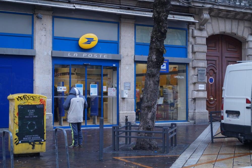Le bureau de poste Alsace-Lorraine de Grenoble compte parmi les sites concernés par la réduction de leurs horaires © Léa Raymond - Place Gre'net