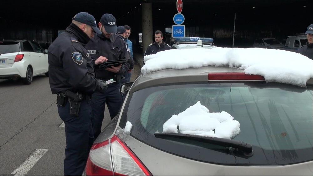 Journalistes et citoyens s'opposent à une possible interdiction de diffuser toute images pouvant rendre les policiers identifiables © Joël Kermabon - Place Gre'net