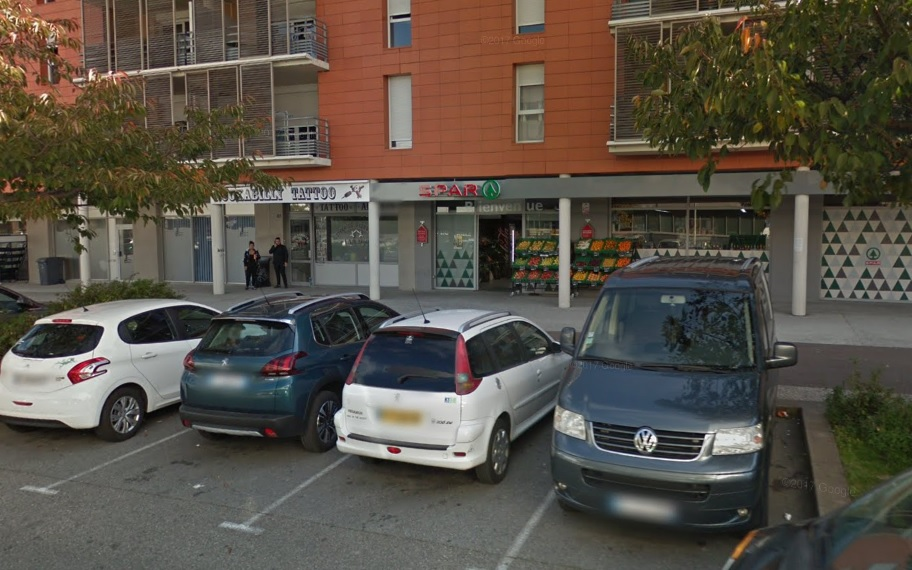 La magasin Spar rue des Maquis-de-l'Oisans à Échirolles avant le sinistre © Google Maps