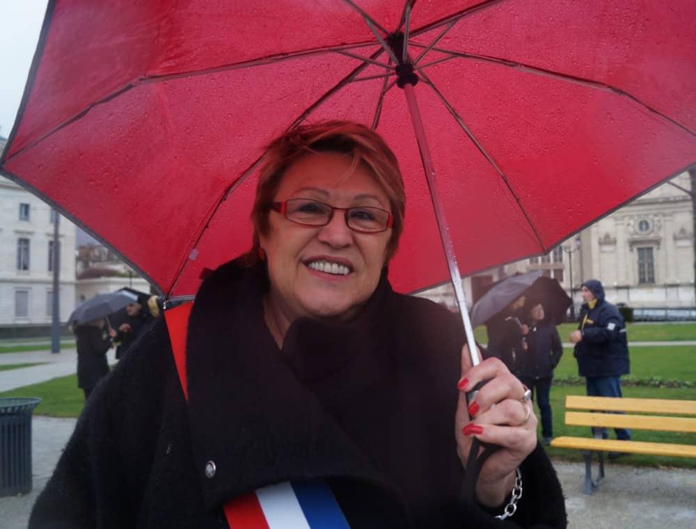 Adjointe au Maire d'Echirolles lors de manifestation des retraités, le 15 mars 2018. © Léa Raymond - placegrenet.fr