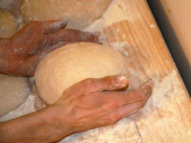 Boule de pain bio de Julie et Michaël, initiateurs du projet de financement participatif pour un four à bois dans leur boulangerie bio d'Autrans. DR