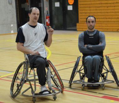 David Levrat, à gauche, président et joueur du Meylan Grenoble handibasket. © Laurent Genin