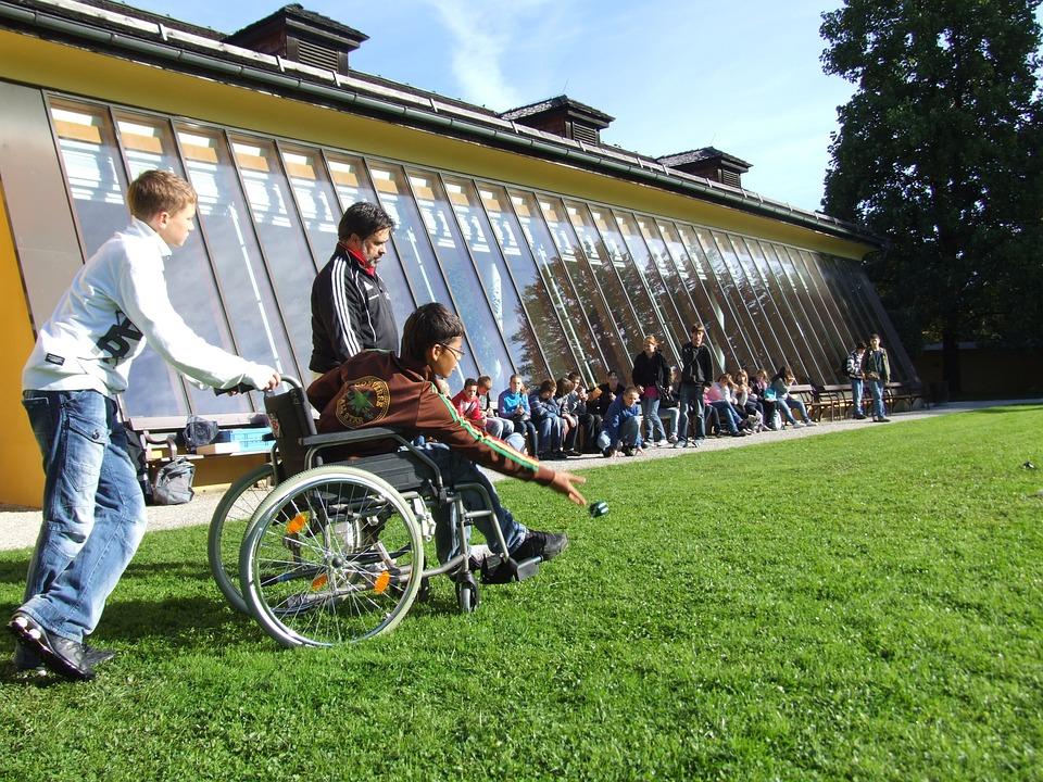 Enfant en fauteuil roulant © CC-Stefan Schranz - Pixabay