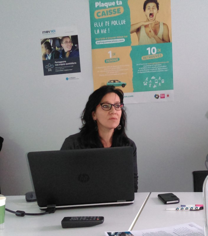 Laurène Grand, conseillère SMTC auprès des employeurs, présente la plateforme M'Pro © Florent Mathieu - Place Gre'net