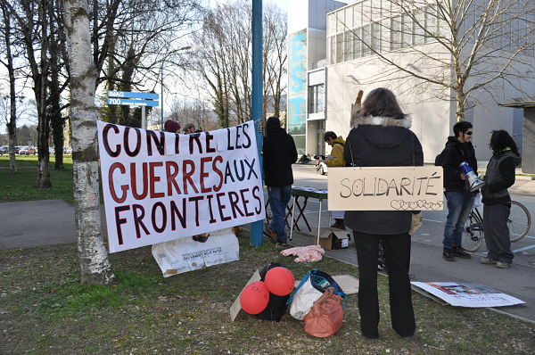 Commencée pacifiquement, le rassemblement s'est terminé avec l'intervention de la police anti-émeute © Giovanna Crippa- Place Gre'net
