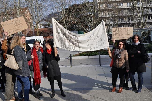 Les sécretaires et les enseignants du lycée Louise Michel ont rejoint la mobilisation, ce lundi 27 mars. © Giovanna Crippa - Place Gre'net