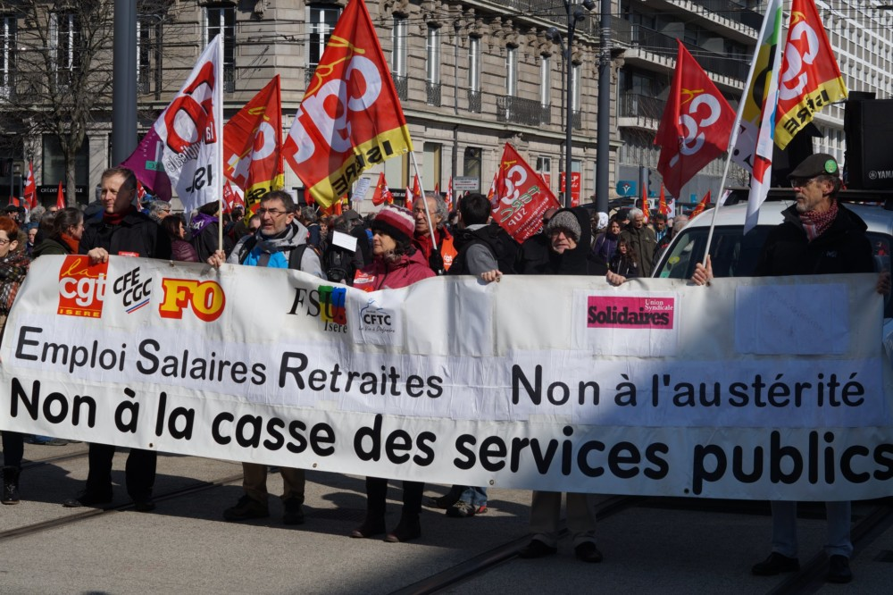 Manifestation pour la défense du service public, à Grenoble, le 22 mars 2018. © Léa Raymond - Place Gre'net