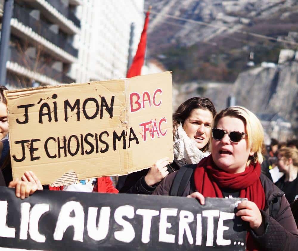 Manifestation pour la défense du service public à Grenoble le 22 mars 2018. © Léa Raymond - Place Gre'net