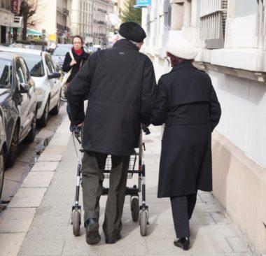 Deux associations d'Auvergne - Rhône-Alpes organisent le 28 septembre à Clermont-Ferrand le premier rassemblement national pour l'accueil familial.Personnes âgée avec une mobilité réduite . © Léa Raymond - placegrenet.fr