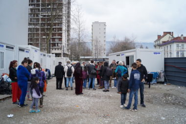 Rassemblement du 28 mars 2018 contre la fin de la trêve hivernale, devant des Agecos ou sont logés des migrants, sur le Cours de la Libération, à Grenoble. © Léa Raymond - placegrenet.fr