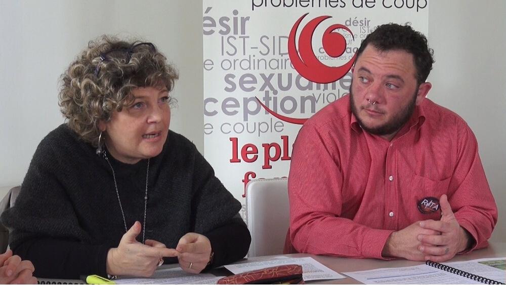 Céline Deslattes, présidente du Planning familial de l'Isère (ici aux côtés de Max Cressent du collectif Rita). © Joël Kermabon - Place Gre'net