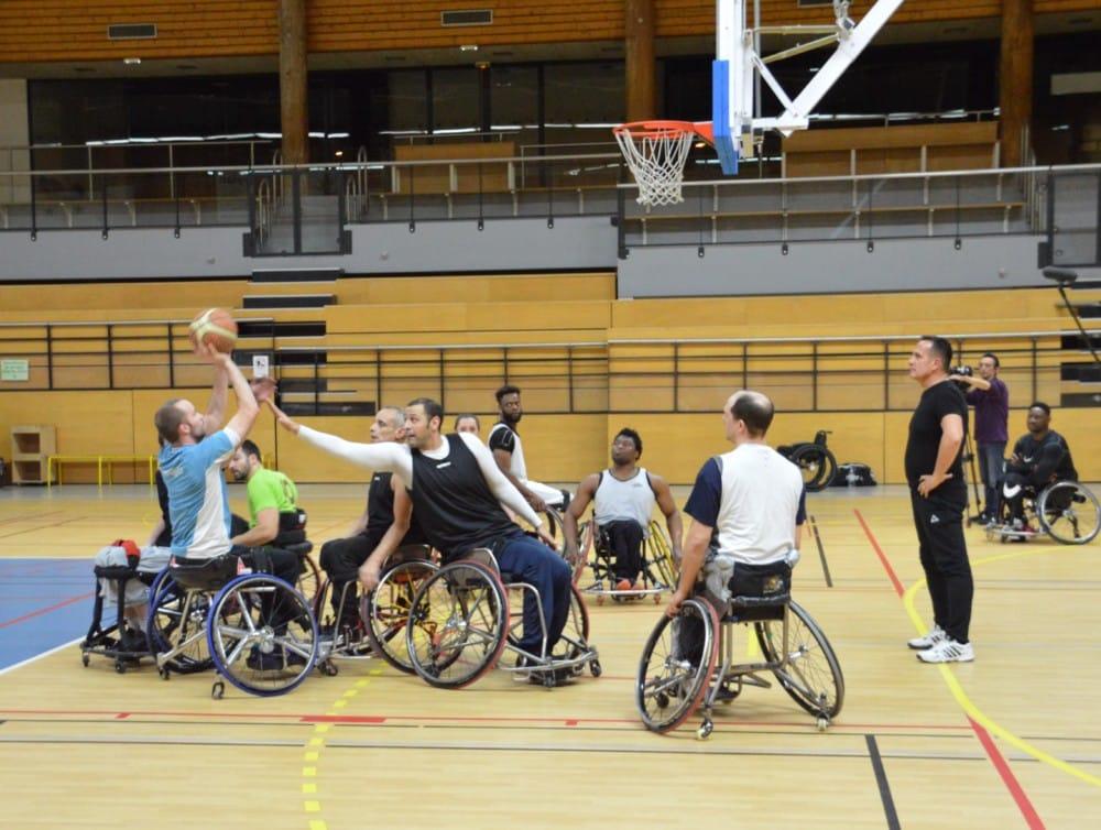 Nouveau groupement de recherche sur le sport piloté à Grenoble. Joueurs du Meylan Grenoble handibasket. Le handisport sera également un objet d'étude du GDR. © Laurent Genin - Place Gre'net