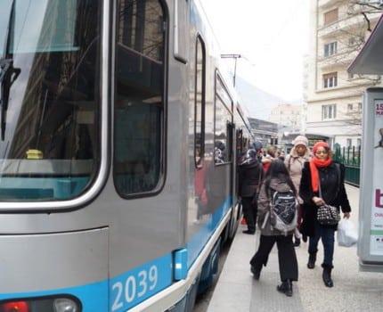 Attendu depuis vingt ans, le futur plan des déplacements urbains de Grenoble, ville pionnière du tram, fait une croix sur de nouvelles lignes jusqu'en 2030.