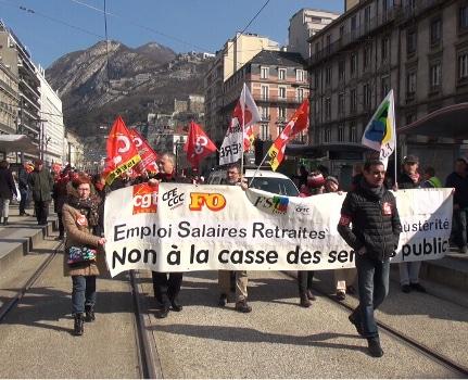 Près de 10 000 manifestants selon les syndicats, 5 500 selon la préfecture ont manifesté ce jeudi 22 mars à Grenoble pour la défense des services publics.© Joël Kermabon - Place Gre'net