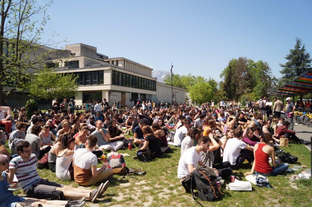 Une assemblée générale sur le campus de Grenoble © Léa Raymond - Place Gre'net