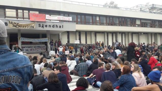 Les jours se suivent et se ressemblent sur le campus grenoblois, où une occupation succède à une autre, contre la réforme de l'accès à la fac.